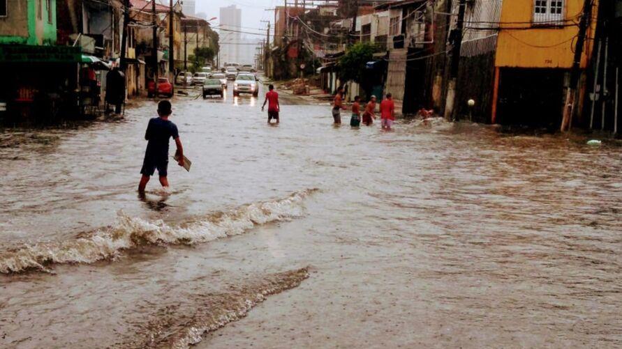 Imagem ilustrativa da notícia: Chuva forte causa alagamentos em vários pontos de Belém
