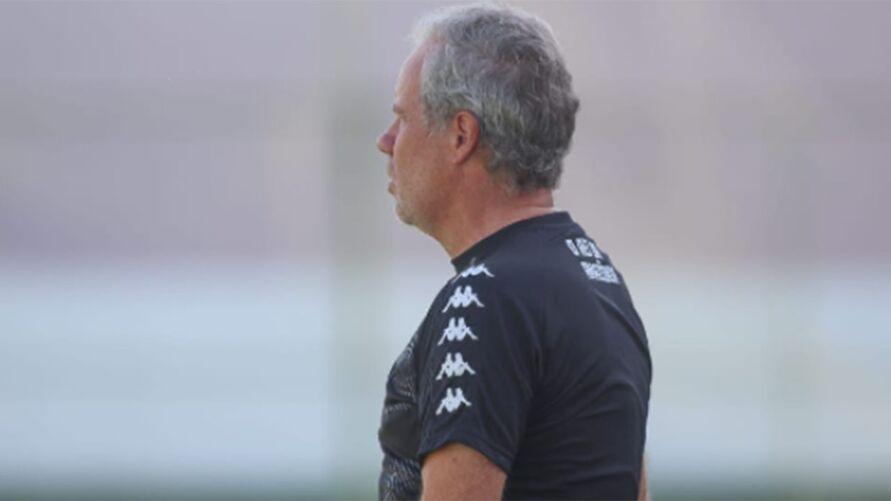 Treinador remista analisa atletas antes de jogos decisivos na temporada
