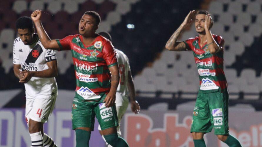 Imagem ilustrativa da notícia: Ex-Remo marca e coloca azarão na liderança do Carioca. Veja os gols!