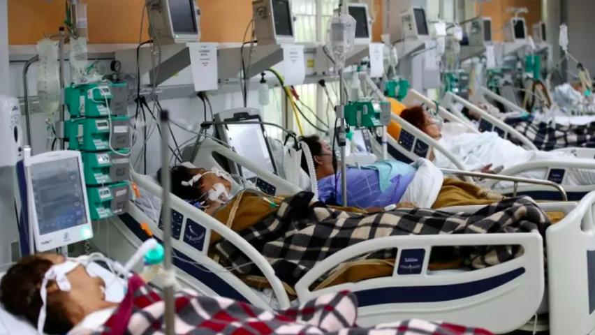 Pacientes em hospital da Porto Alegre, cidade que já tem 103% de ocupação de leitos de UTI.