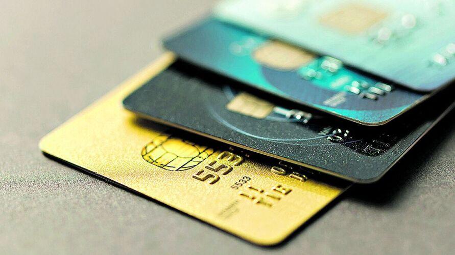 Do total de pessoas que estão com dívidas a pagar, mais de 75% são referentes a cartão de crédito