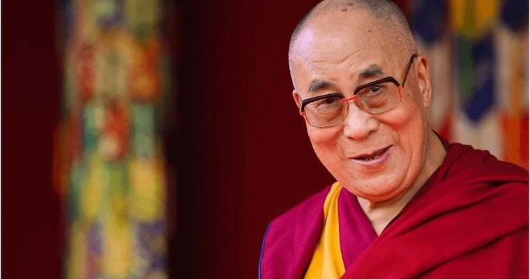 Dalai Lama foi vacinado em um hospital na cidade de Dharamsala, no estado de Himachal Pradesh, onde o governo tibetano vive exilado.