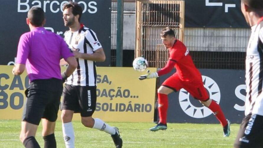 Imagem ilustrativa da notícia: Goleiro marca gol inacreditável em Portugal. Veja o vídeo!