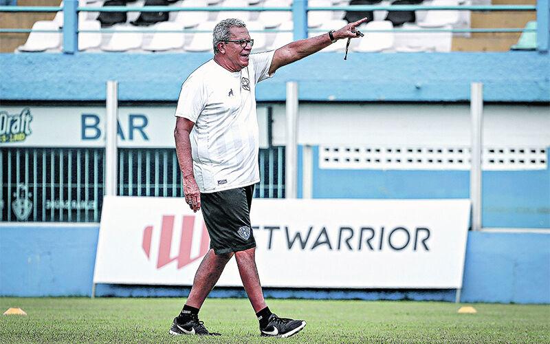 Treinador tomou a vacina hoje em Recife (PE)