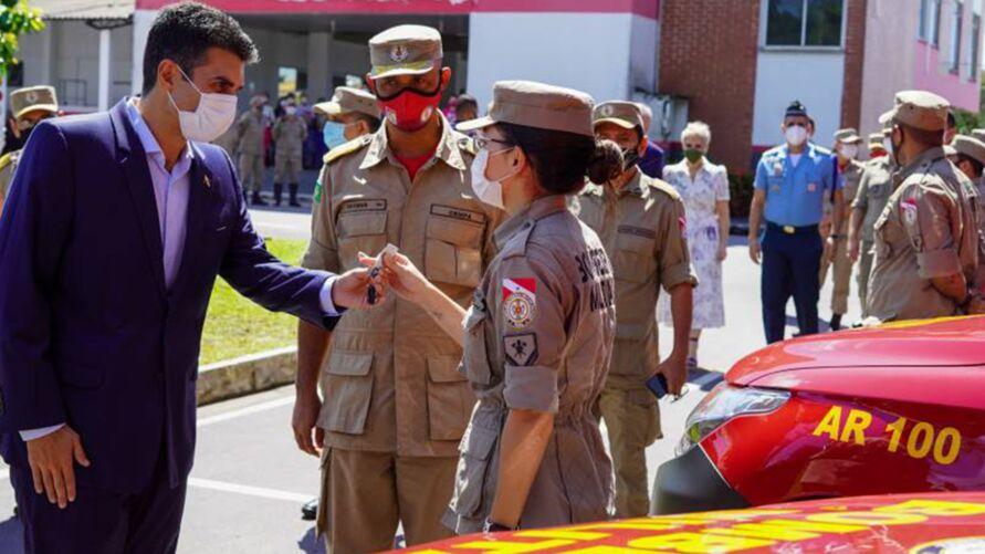 Helder Barbalho durante a entrega das 56 viaturas ao Corpo de Bombeiros do Pará