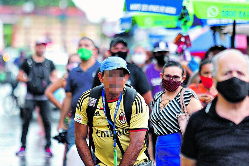 Apesar do aumento do número de casos de Covid-19, ainda é comum ver pessoas transitando sem máscaras pelos espaços públicos