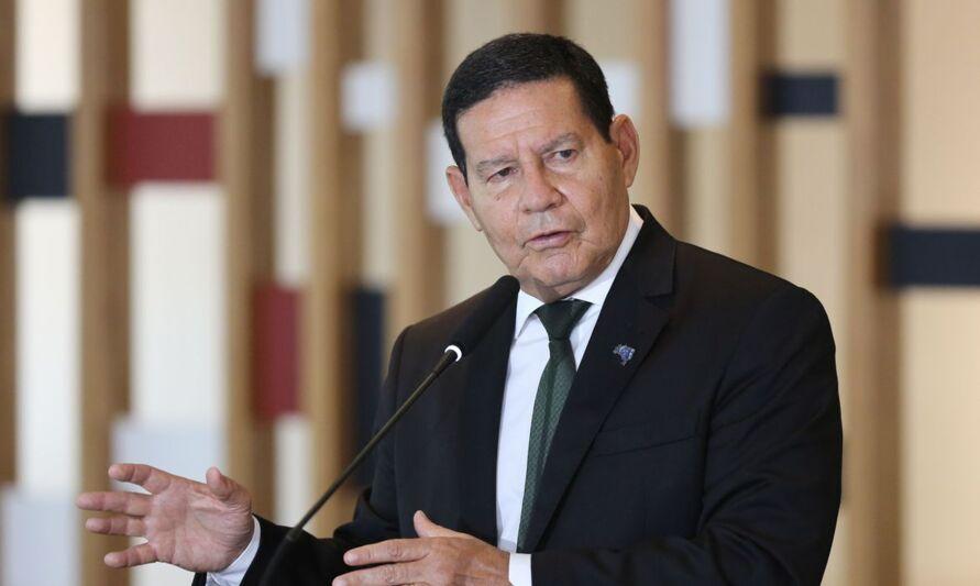 Imagem ilustrativa da notícia: Mourão rebate pedido de secretários por toque de recolher:'Não adianta você querer impor algo nacional'