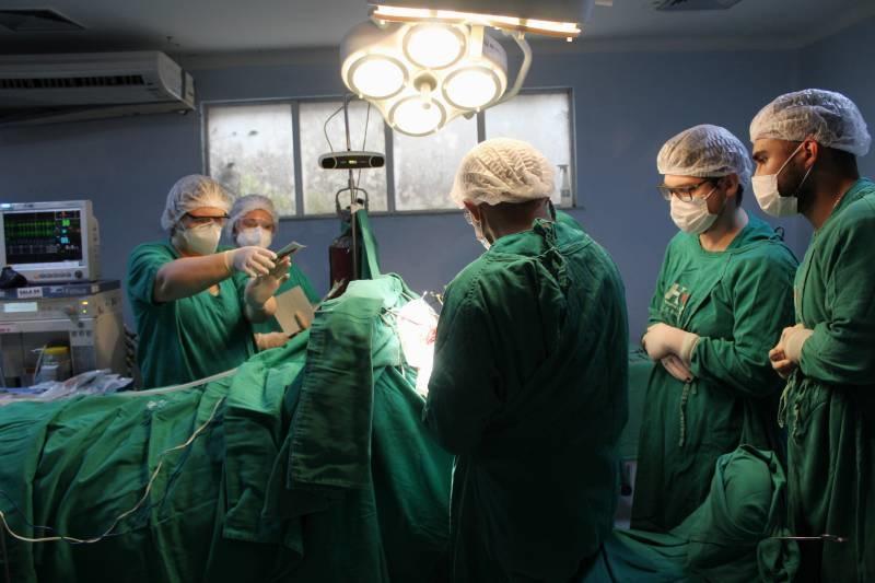Microcirurgia no cérebro utilizou a tecnologia de neuronavegação intraoperatória para localizar a área exata para ressecar a lesão tumoral