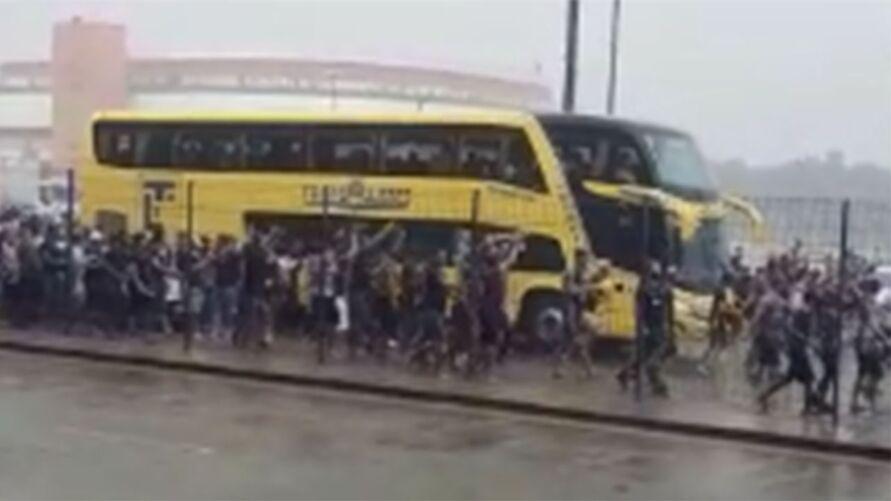 Imagem ilustrativa da notícia: Torcida do Remo incentiva time antes da final no Mangueirão. Veja o vídeo!