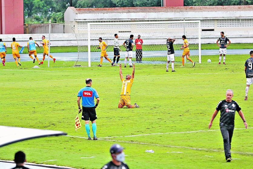 Leão perdeu nos pênaltis para os brasilienses em pleno Mangueirão