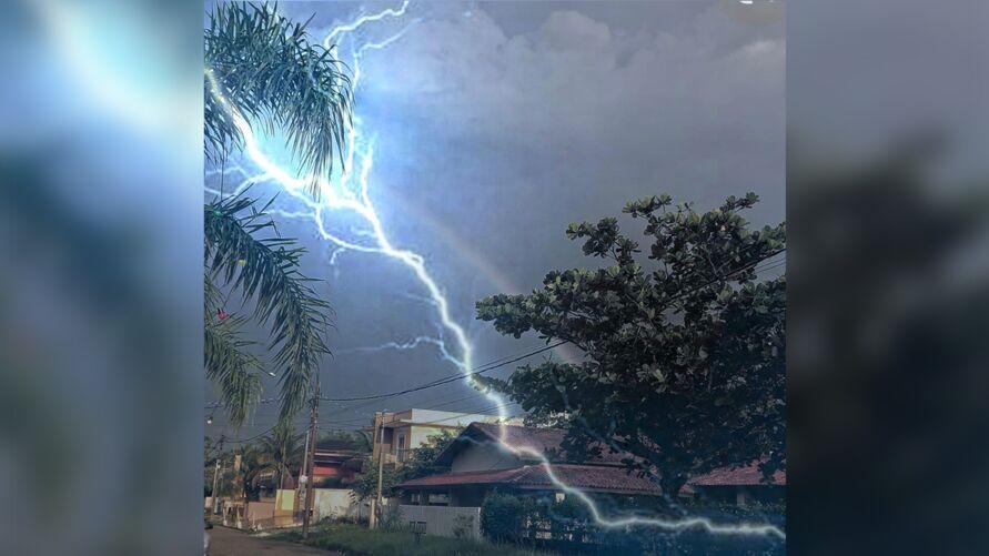 Imagem ilustrativa da notícia: Fotógrafo escapa de ser atingido por raio enquanto registrava arco-íris
