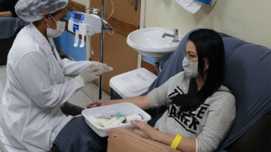 """Pós-graduanda da área de Saúde, Joyce Cardoso, em dia com o tratamento no Hospital Ophir Loyola: """"Sigo com a minha vida""""."""
