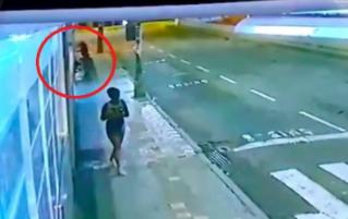 Imagem ilustrativa da notícia: Lutador é acusado de espancar morador de rua até a morte; veja o vídeo