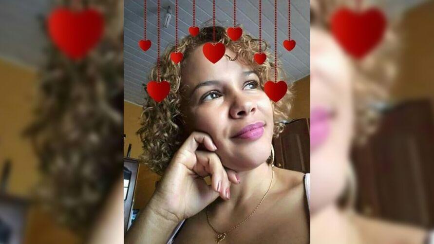 Imagem ilustrativa da notícia: Familiares e amigos lamentam morte de mulher assassinada por marido policial