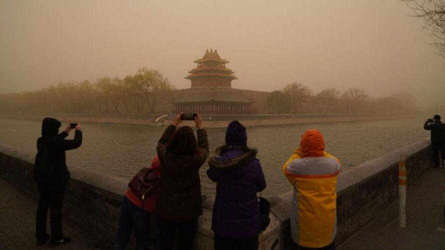 Visibilidade foi reduzida até 300 metros em algumas áreas