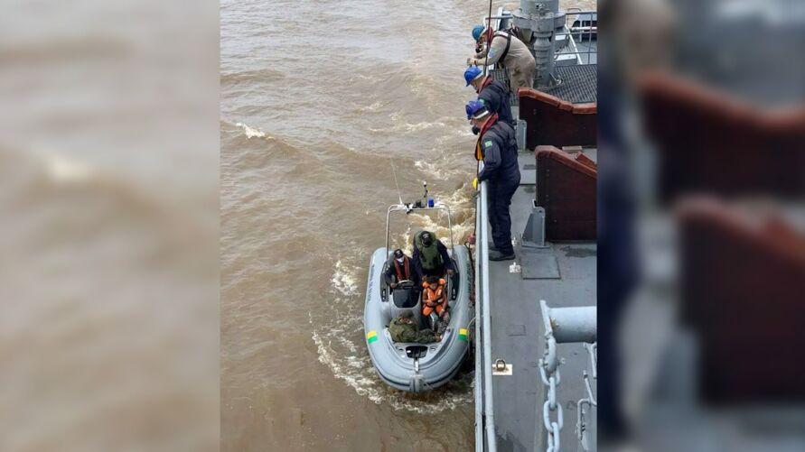Imagem ilustrativa da notícia: Marinha resgata três náufragos próximo à ilha de Cotijuba