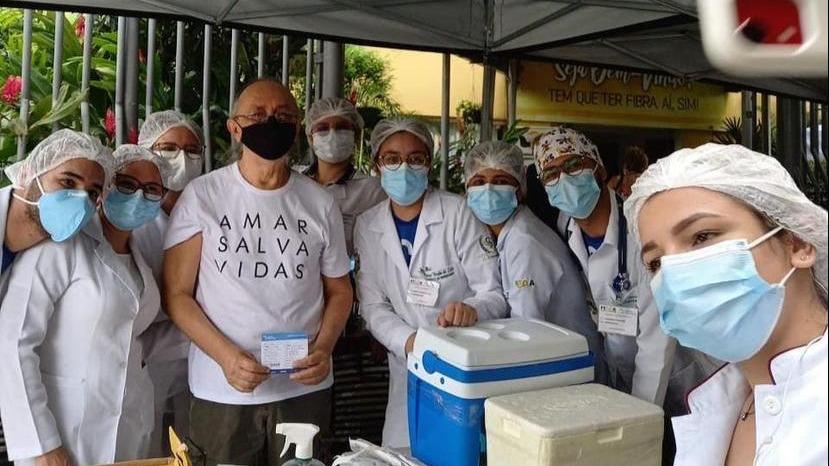 Imagem ilustrativa da notícia: Nilson Chaves toma a segunda dose da vacina contra Covid-19