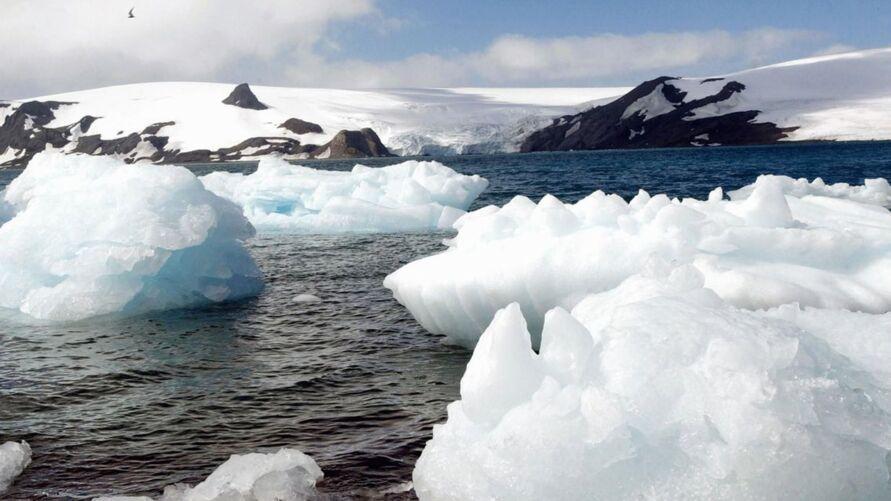 Antártida: degelo provoca separação de iceberg gigantesco.
