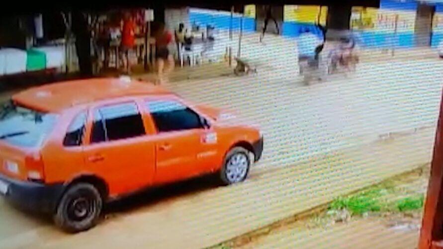 Imagem ilustrativa da notícia: Imagens fortes: câmera flagra colisão impressionante entre motos no Pará; veja o vídeo!