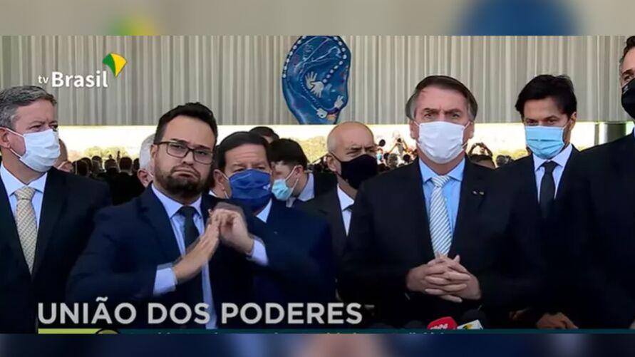Presidente Jair Bolsonaro fez pronunciamento ao lado de ministros, governadores e chefes de poderes, no pior dia da pandemia no Brasil.