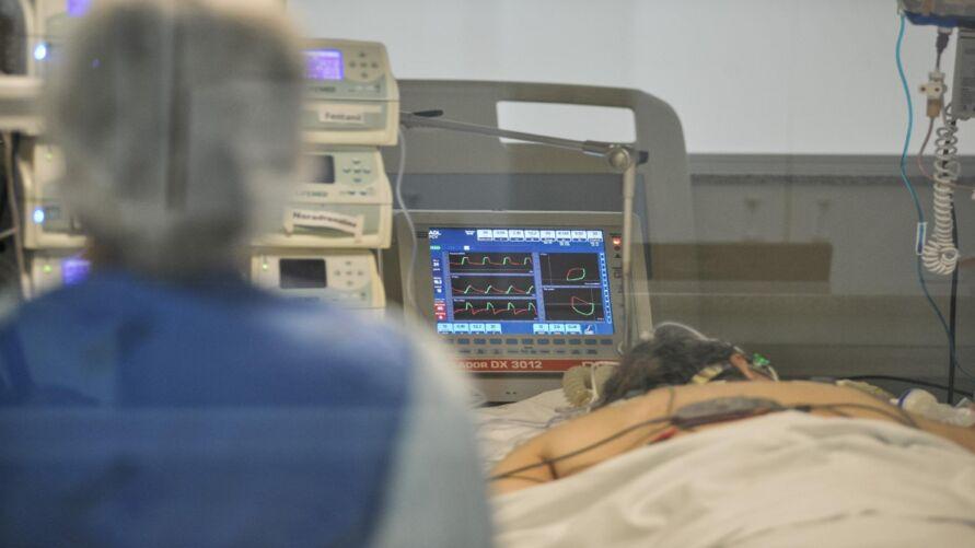 O infiel ainda dispensou a esposa na cama do hospital