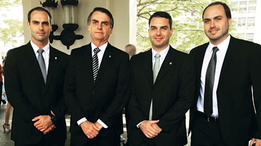 Imagem ilustrativa da notícia: Bolsonaro tem todos os filhos sob investigações da PF e da Justiça
