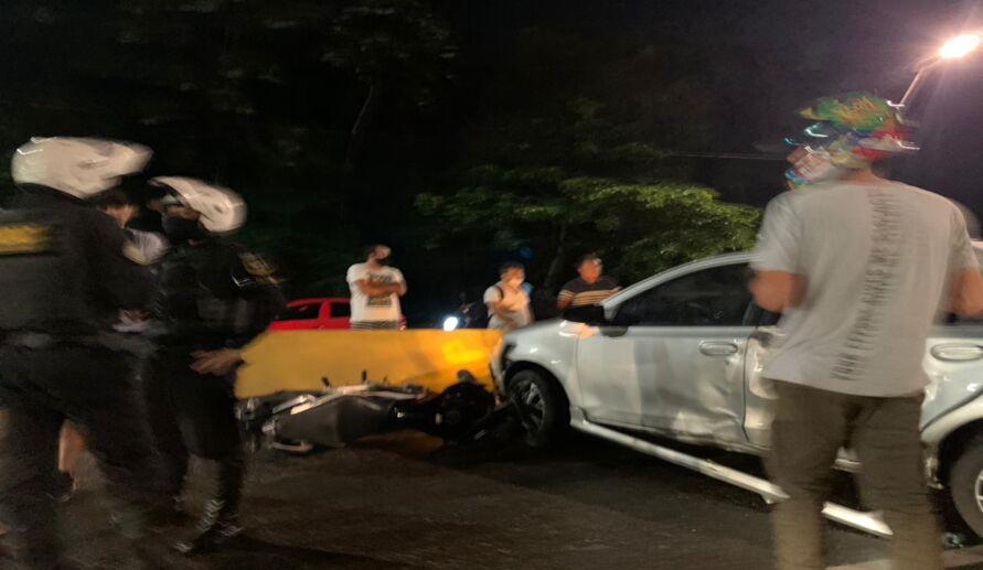 Imagem ilustrativa da notícia: Acidente entre carro e moto em elevado deixa trânsito lento na avenida Centenário