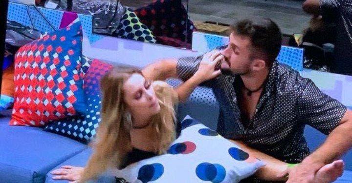 Imagem ilustrativa da notícia: Arthur força beijo com Carla e expulsão pode acontecer