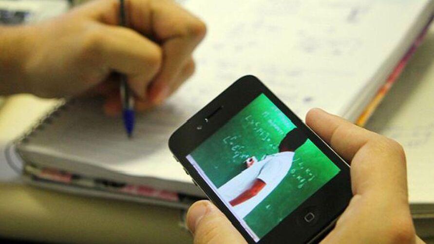 Jovens vivem batalhar para estudar online. há mais de um ano