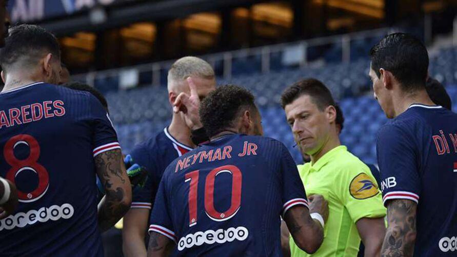 Neymar perde a cabeça e prejudica o PSG