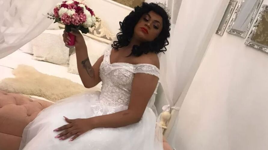 Artista realizou o sonho de casar com vestido de noiva.