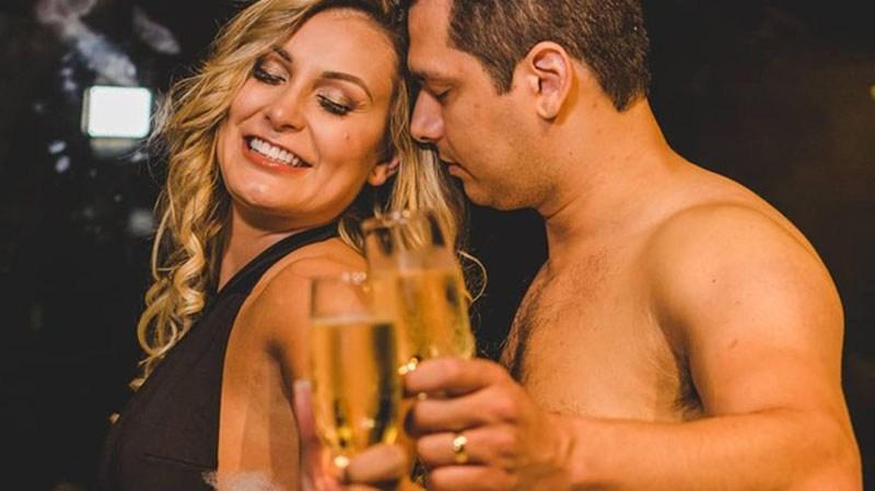 Imagem ilustrativa da notícia: No colo do marido, Urach surge 'mamando' e gera comentários