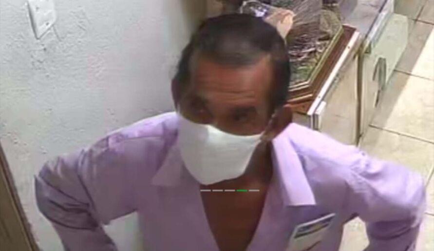 Imagem ilustrativa da notícia: Vídeo: homem furta loja de artigos religiosos em Belém