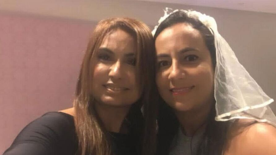 Promotora Carmen Eliza foi madrinha de casamento de Luciana Pires, advogada do senador