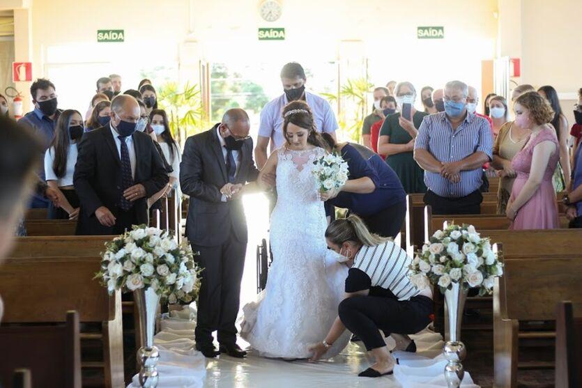 Imagem ilustrativa da notícia: Jovem com câncer morre 10 dias após se casar com seu grande amor