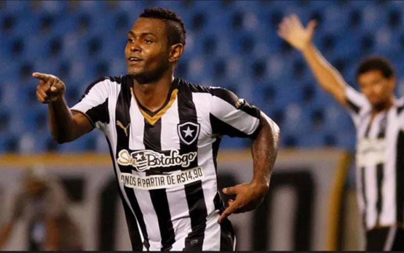 Jóbson quando atuou pelo Botafogo