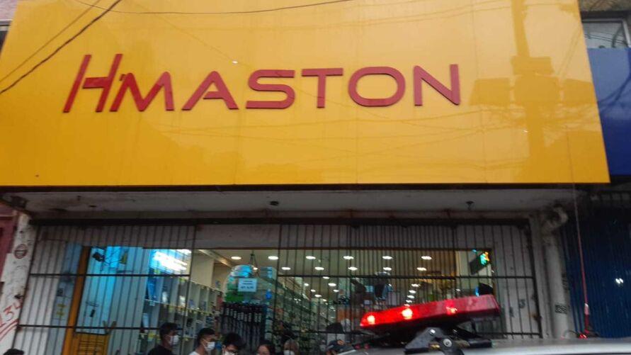 Cliente denuncia ter sido vítima de violência e constrangimento dentro de uma loja de chineses, localizada no centro comercial de Belém.