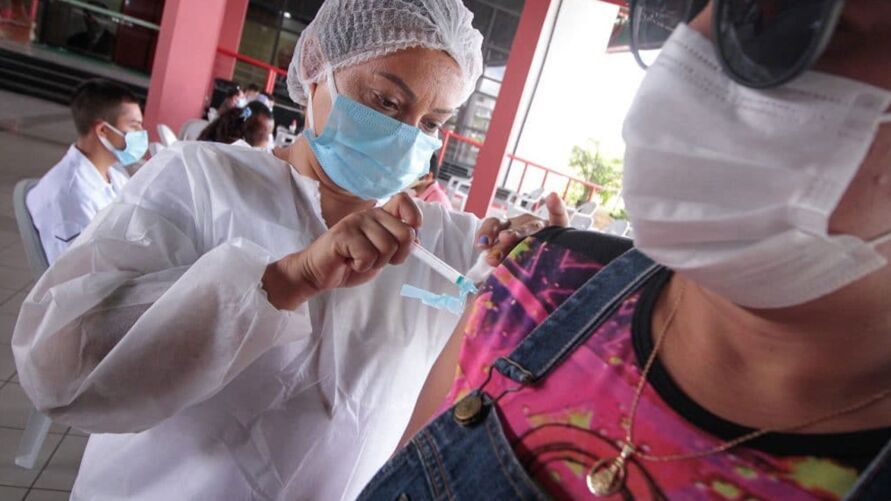 10,1% da população foi vacinada contra o novo coronavírus.
