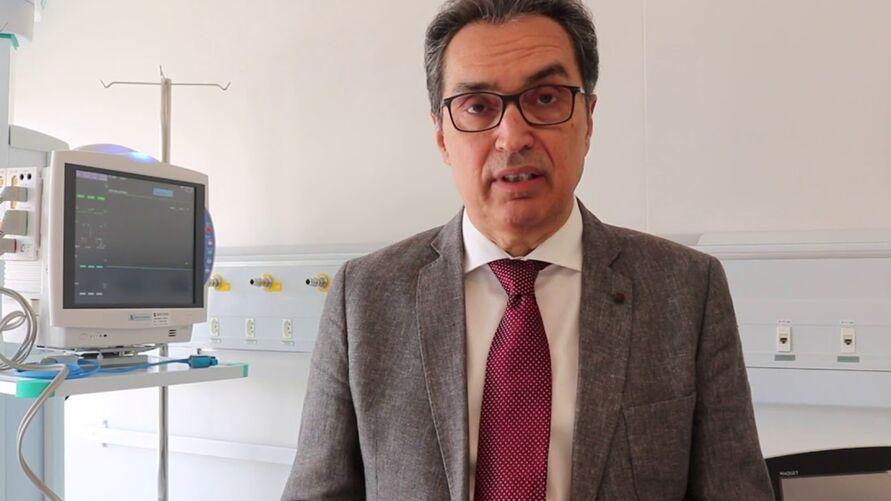 Carlos Carvalho sempre foi um dos maiores críticos do uso da cloroquina no tratamento de pacientes com Covid-19, medicamento sem eficácia comprovada, que é frequentemente mencionado pelo presidente Jair Bolsonaro (sem partido).