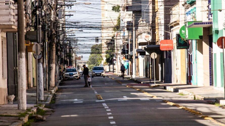 Lockdown foi estabelecido em algumas cidades brasileiras como medida de combate ao avanço da Covid-19.