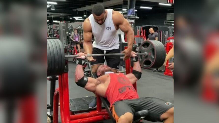 Imagem ilustrativa da notícia: Assustador! Vídeo mostra rompimento de músculo de atleta