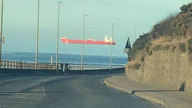 Imagem ilustrativa da notícia: Navio que voa? Foto viraliza na web e chama atenção de internautas
