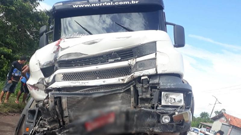 Caminhão que era conduzido pelo motorista preso