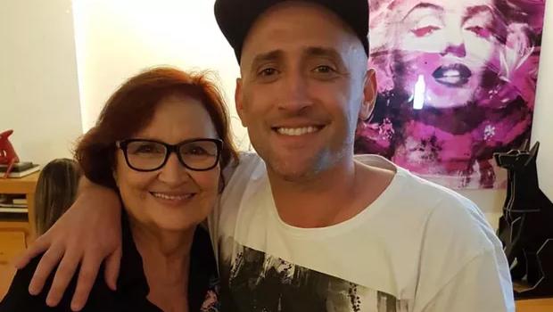 Mãe de Paulo Gustavo fez um pedido emocionado a todos, clamando para que evitem aglomerações.