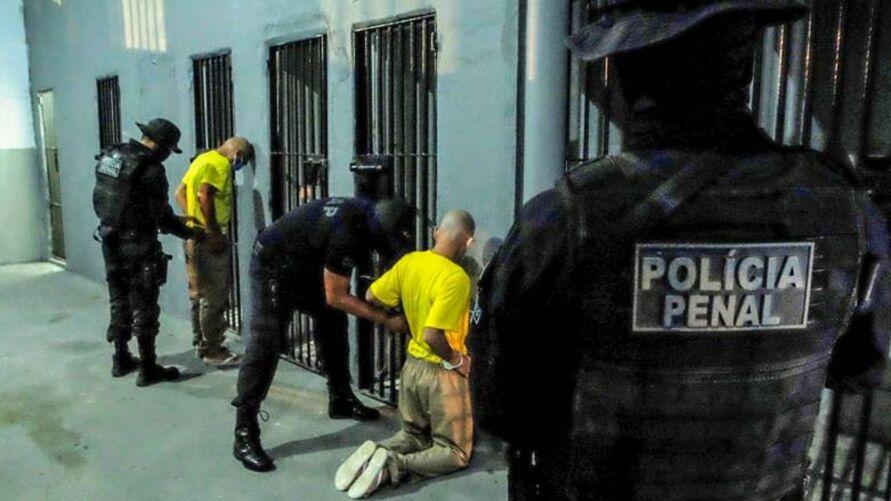 Os internos serão entregues para o Departamento Penitenciário Nacional (Depen), que fará a distribuição dos mesmos para presídios federais.