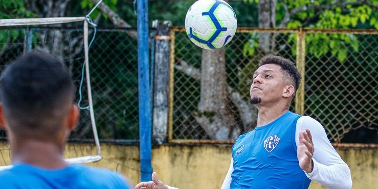 Perema vê o time melhorar a cada jogo e prevê um grande jogo domingo