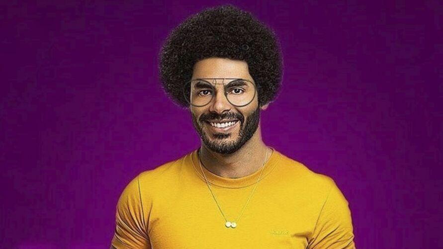 O cantor Rodolfo se envolveu em uma polêmica, após  comparar o cabelo do João Luiz ao da peruca usada na fantasia de homem das cavernas.