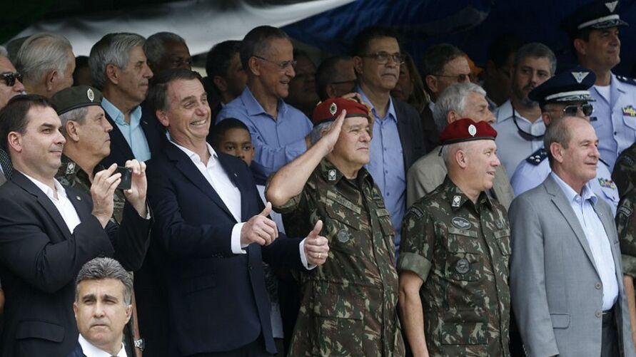 Imagem ilustrativa da notícia: Bolsonaro diz que fará novas trocas após colocar general no comando da Petrobras