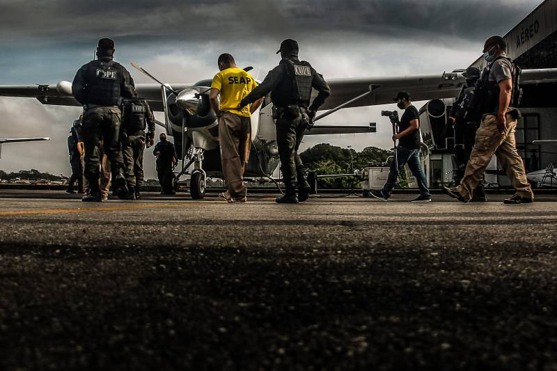 Agentes do Cope seguiram em viagem aérea em avião do Graesp para entrega dos presos ao (Depen), em Brasília