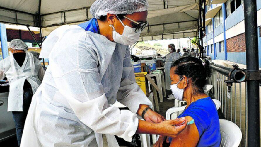 Imagem ilustrativa da notícia: Vacinação de idosos de 70 a 71 anos em Belém vai até 17h de hoje (8)